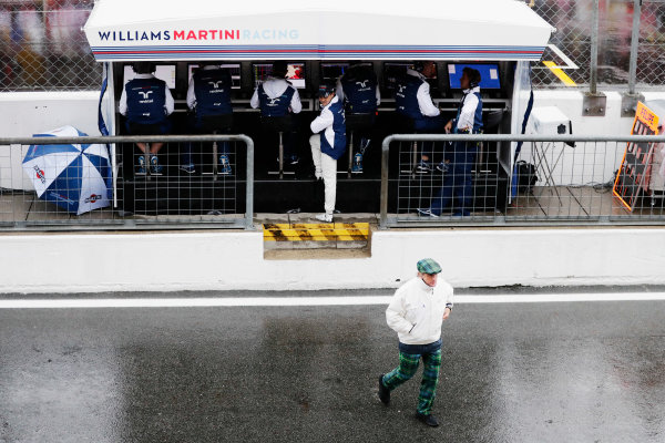 Autodromo Nazionale di Monza, Italy. Saturday 02 September 2017. Sir Jackie Stewart, 3-time F1 Champion, and Felipe Massa, Williams Martini Racing, at the Williams pit wall. World Copyright: Zak Mauger/LAT Images  ref: Digital Image _56I7578