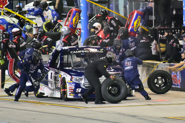 18-20 November, 2016, Homestead, Florida USA Ford Championship Weekend. William Byron (9) makes a pit stop. LAT Photo USA