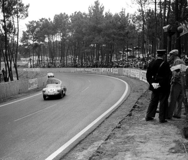 Le Mans, France.28-29 July 1956.Jean-Marie Dumazer/Lucien Campion (VP 166R-Renault), 14th position.Ref-Motor 769/5.World Copyright - LAT Photographic