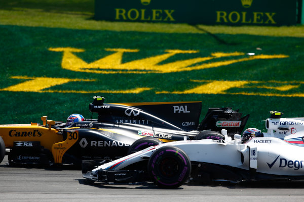 Circuit Gilles Villeneuve, Montreal, Canada. Sunday 11 June 2017. Jolyon Palmer, Renault R.S.17, battles with Lance Stroll, Williams FW40 Mercedes. World Copyright: Andrew Hone/LAT Images ref: Digital Image _ONY5903