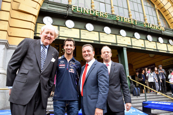 (L to R): Ron Walker (AUS) Chairman of the Australian GP Corporation; Daniel Ricciardo (AUS) Red Bull Racing; John Eren (AUS) Sports Minister and Andrew Westacott (AUS) Australian GP CEO; help to launch the 2015 Australian Grand Prix in Melbourne. 2015 Australian Grand Prix Launch, Melbourne, Australia, 11 December 2014.