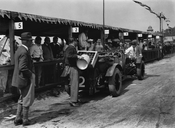 """Brooklands, England. May 1929.The Woolf Barnato/Dr Dudley Benjafield (Bentley Speed Six """"Old No 1""""), which was disqualified on the first day when in the lead, due to the disconnection and removal of the dynamo after the drive coupling failed. The rules required the dynamo to be driven, action. World Copyright: LAT Photographic.Ref:  Autocar Glass Plate B1569."""