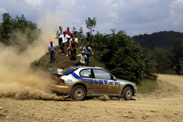 Manfred St-hl in action in the Hyundai Accent WRC03, Acropolis Rally 2003.