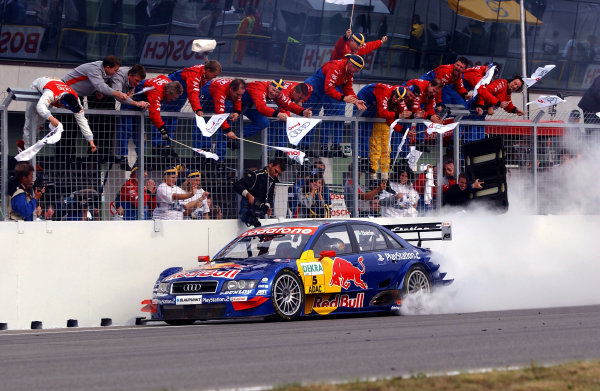 2004 DTM Championship Brno,Czech Republic. 18th - 19th September.Winner Mattias Ekstrom (Abt Sportsline Audi A4) lights up his rear tyres as he crosses the line to the cheers of his team. Action.World Copyright: Andre Irlmeier/LAT Photographic ref: Digital Image Only