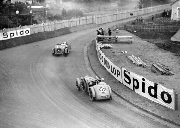 Le Mans, France.15-16 June 1929.WR Hutchinson/RF Turner (SARA SP7, number 19) leads Louis Balart/Louis Debeugny (Tracta-SCAP).Ref-Motor 746/4.World Copyright - LAT Photographic