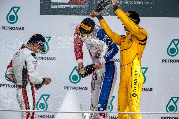 2016 GP3 Series Round 8.  Sepang International Circuit, Sepang, Kuala Lumpur, Malaysia. Sunday 2 October 2016. Nirei Fukuzumi (JPN, ART Grand Prix), Jake Dennis (GBR, Arden International), Jack Aitken (GBR, Arden International)  Photo: Zak Mauger/GP3 Series Media Service. ref: Digital Image _X0W9298