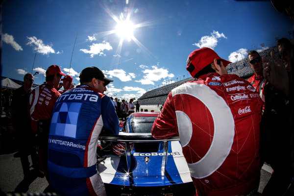 21-25 January, 2015, Daytona Beach, Florida USA Tony Kanaan and Kyle Larson on the grid ©2015, Michael L. Levitt LAT Photo USA
