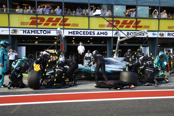 Lewis Hamilton (GBR) Mercedes-Benz F1 W08 Hybrid pit stop at Formula One World Championship, Rd1, Australian Grand Prix, Race, Albert Park, Melbourne, Australia, Sunday 26 March 2017.