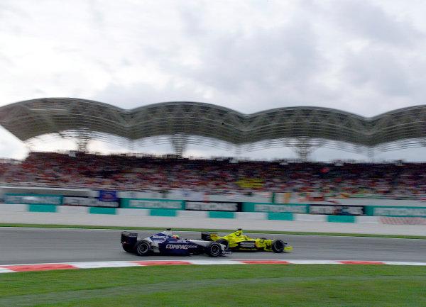 2001 Malaysian Grand Prix.Sepang, Kuala Lumpur, Malaysia. 16-18 March 2001.Ralf Schumacher (Williams FW23 BMW) and Heinz-Harald Frentzen (Jordan EJ11 Honda) battle for position.World Copyright - Steve Etherington/LAT Photographic.ref: 18mb Digital Image