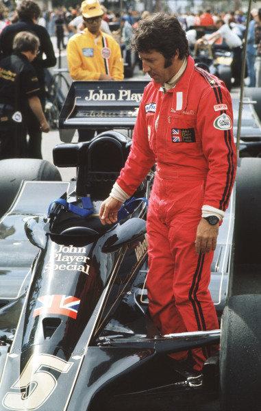 1977 United States Grand Prix West.Long Beach, California, USA.1-3 April 1977.Mario Andretti (Team Lotus).Ref-77 LB 14.World Copyright - LAT Photographic