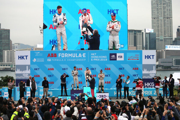 Race winner Sam Bird (GBR), Envision Virgin Racing receives his champagne on the podium