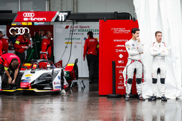 Lucas Di Grassi (BRA), Audi Sport ABT Schaeffler, Audi e-tron FE05 and Robin Frijns (NLD), Envision Virgin Racing, Audi e-tron FE05 talk in the pit lane