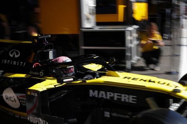 Daniel Ricciardo, Renault R.S.19, leaves the garage