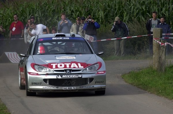 Second placed Richard Burns (GBR), Peugeot 206 WRC,  on Stage 18.