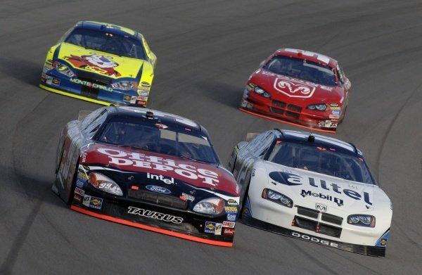 Carl Edwards (USA) leads Ryan Newman (USA), Kyle Busch (USA) and Kasey Kahne (USA).  NASCAR Nextel Cup, Rd36, Homestead-Miami Speedway, Florida, USA, 20 November 2005. DIGITAL IMAGE