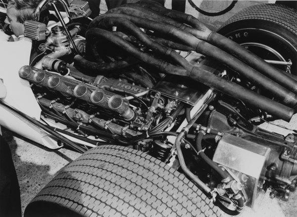 Monza, Italy. 10 September 1967.John Surtees, Honda RA300, 1st position, engine, technical detail.World Copyright: LAT PhotographicRef: 1728 #6A