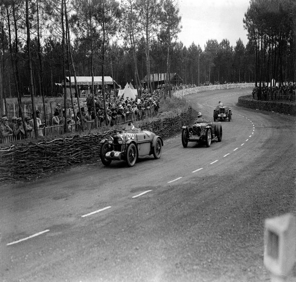 Le Mans, France.15-16 June 1935.Jean Viale/Albert Debille (MG Midget PB) leads a Riley and Philippe Maillard-Brune/Charles Druck (MG Magnette K3).Ref-Motor 739/2.World Copyright - LAT Photographic