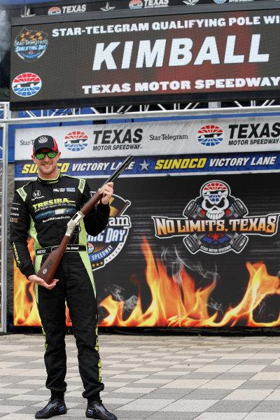 Verizon IndyCar Series Rainguard Water Sealers 600 Texas Motor Speedway, Ft. Worth, TX USA Friday 9 June 2017 Verizon P1 Pole Award winner Charlie Kimball with the Texas Shotgun award  World Copyright: Michael L. Levitt LAT Images