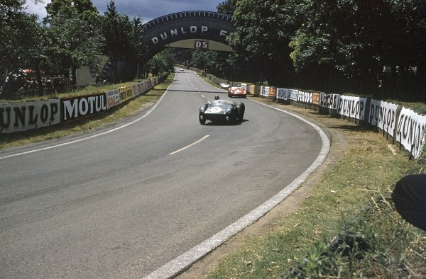 1958 Le Mans 24 hours. Le Mans, France. 21-22 June 1958. Graham Whitehead/Peter Whitehead (Aston Martin DB3S), 2nd position, leads Olivier Gendebien/Phil Hill (Ferrari 250TR), 1st position. World Copyright: LAT Photographic Ref: 58LM01