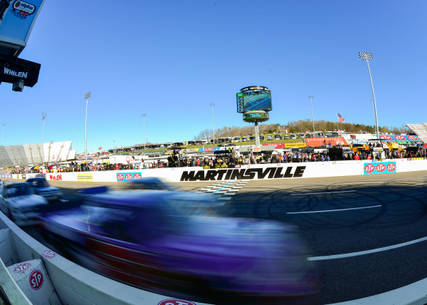 NASCAR Camping World Truck Series Alpha Energy Solutions 250 Martinsville Speedway, Martinsville, VA USA Saturday 1 April 2017 The field races past the start/finish line World Copyright: Logan Whitton/LAT Images ref: Digital Image 17MART1LW1856