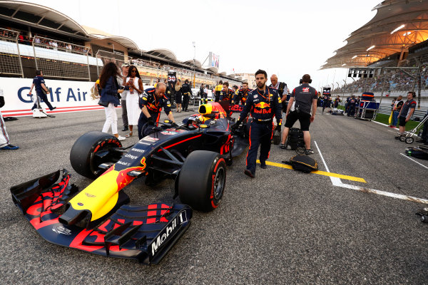 Bahrain International Circuit, Sakhir, Bahrain.  Sunday 16 April 2017. Naomi Cambell looks on as Max Verstappen, Red Bull, arrives on the grid. World Copyright: Sam Bloxham/LAT Images ref: Digital Image _W6I2615