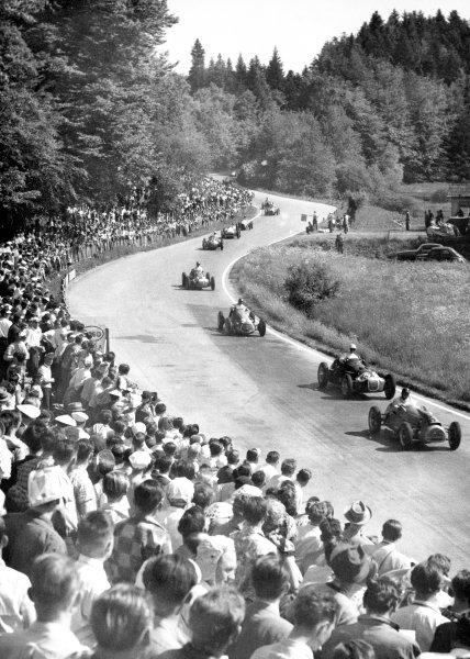 1952 Swiss Grand Prix Bremgarten, Berne, Switzerland. 18 May 1952 Alan Brown (Cooper T20-Bristol) leads Stirling Moss (HWM 52-Alta), Emmanuel de Graffenried (Maserati 4CLT/48-Plate), George Abecassis (HWM 52-Alta) and Peter Collins (HWM 52-Alta).World Copyright: LAT PhotographicRef: Autocar 23/5/1952 p630