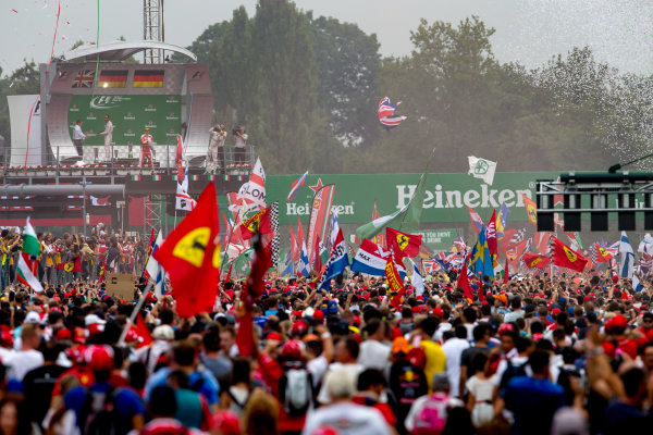 Autodromo Nazionale di Monza, Italy. Sunday 4 September 2016. A huge crowd of fans gather for the podium celebrations. World Copyright: Zak Mauger/LAT Photographic ref: Digital Image _X0W7111