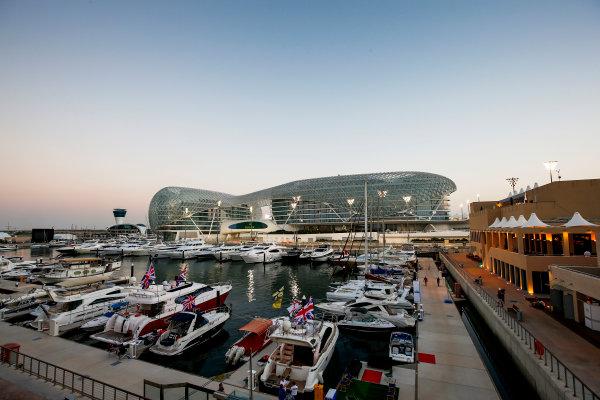 Yas Marina Circuit, Abu Dhabi, United Arab Emirates. Thursday 20 November 2014. Yas Marina. World Copyright: Andy Hone/LAT Photographic. ref: Digital Image _ONY8743