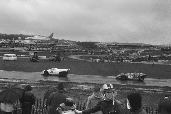 1970 BOAC Brands Hatch 1000 Kms. Brands Hatch, England. 12th April 1970. Vic Elford / Denny Hulme (Porsche 917K), 2nd position, leads Chris Amon / Arturo Merzario (Ferrari 512 S), 5th position, action.  World Copyright: LAT Photographic. Ref: 1248F - 26A.