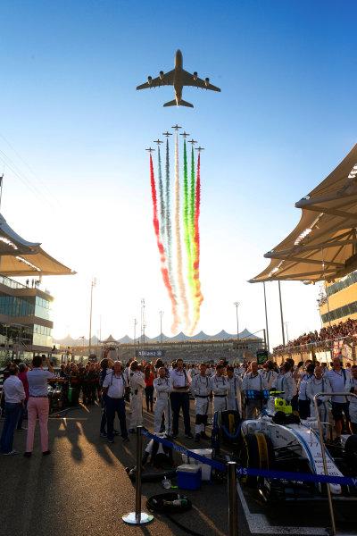Yas Marina Circuit, Abu Dhabi, United Arab Emirates. Sunday 29 November 2015. Aerial display above the grid before the start of the race. World Copyright: Glenn Dunbar/LAT Photographic ref: Digital Image _89P1566