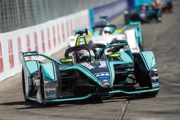 Nelson Piquet Jr. (BRA), Panasonic Jaguar Racing, Jaguar I-Type 3, leads Oliver Turvey (GBR), NIO Formula E Team, NIO Sport 004