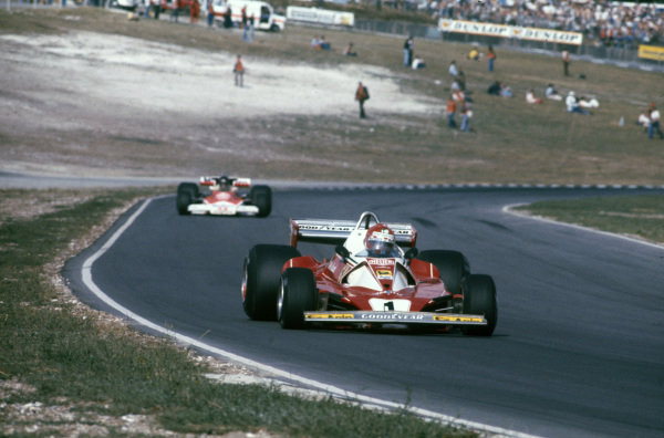 Niki Lauda, Ferrari 312T2 leads James Hunt, McLaren M23 Ford.