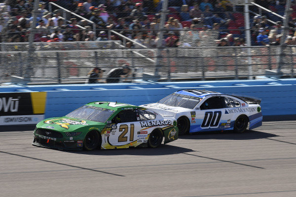 #21: Paul Menard, Wood Brothers Racing, Ford Mustang Menards / Quaker State and #00: Landon Cassill, Manscaped Racing, Chevrolet Camaro Iron Mountain Data Centers