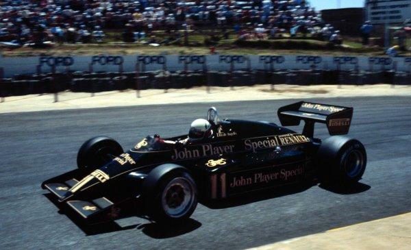 1983 South African Grand Prix.Kyalami, South Africa.13-15 October 1983.Elio de Angelis (Lotus 94T Renault).World Copyright - LAT Photographic