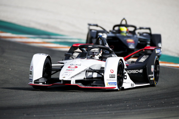 Andre Lotterer (DEU), Tag Heuer Porsche, Porsche 99x Electric leads Oliver Rowland (GBR), Nissan e.Dams, Nissan IMO2