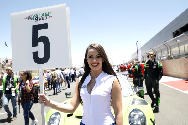 Grid girl, #12 Dinamic Motorsport Porsche 911 GT3 R: Laurens Vanthoor, Earl Bamber, Matt Campbell.