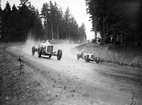 Red Shafer, Shafer Special Buick, leads Henry Birkin, Maserati 26M.