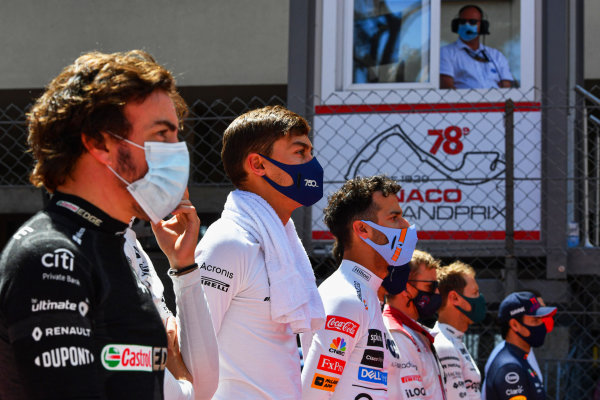Fernando Alonso, Alpine F1, George Russell, Williams, Daniel Ricciardo, McLaren, and the other drivers line up for the national anthem on the grid