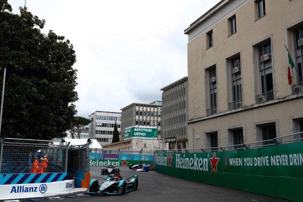 Mitch Evans (NZL), Panasonic Jaguar Racing, Jaguar I-Type 3, leads Stoffel Vandoorne (BEL), HWA Racelab, VFE-05