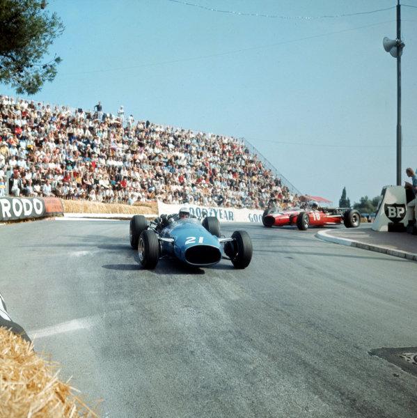 Monte Carlo, Monaco. 19-22 May 1966.Guy Ligier leads Jo Bonnier (both Cooper T81 Maserati).Ref-3/2097.World Copyright - LAT Photographic
