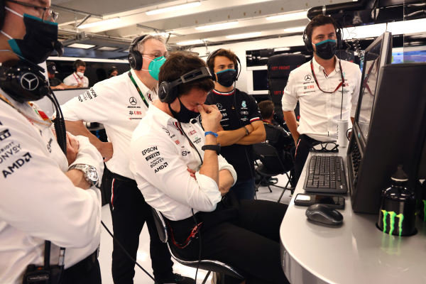 Toto Wolff, Team Principal and CEO, Mercedes AMG, and the Mercedes team applaud the efforts of Sir Lewis Hamilton, Mercedes, 3rd position, from the garage
