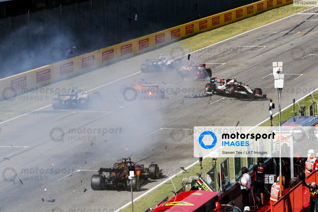 Carlos Sainz, McLaren MCL35 and Kevin Magnussen, Haas VF-20 crash