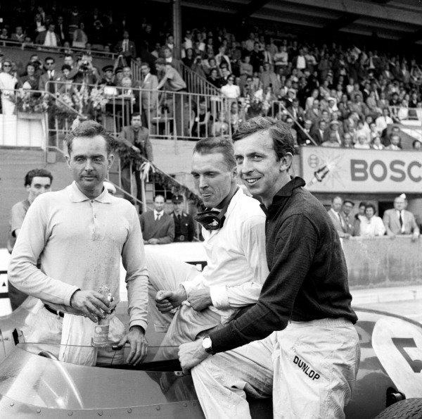 1959 German Grand Prix.Avus, Germany.31/7-2/8 1959.(L-R) Phil Hill with team mates Dan Gurney and Tony Brooks (All Ferrari).Ref-4661B/W.World Copyright - LAT Photographic