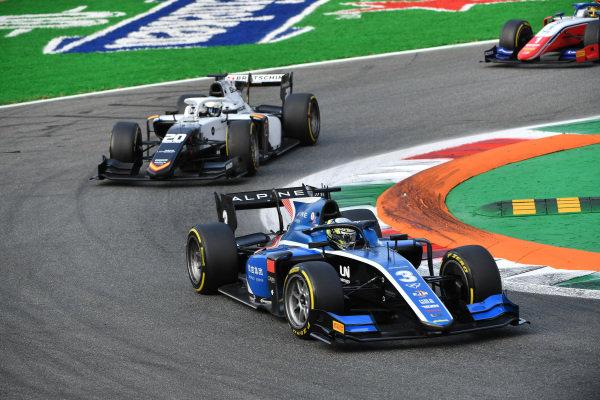 Guanyu Zhou (CHN, Uni-Virtuosi Racing), leads Matteo Nannini (ITA, Campos Racing)