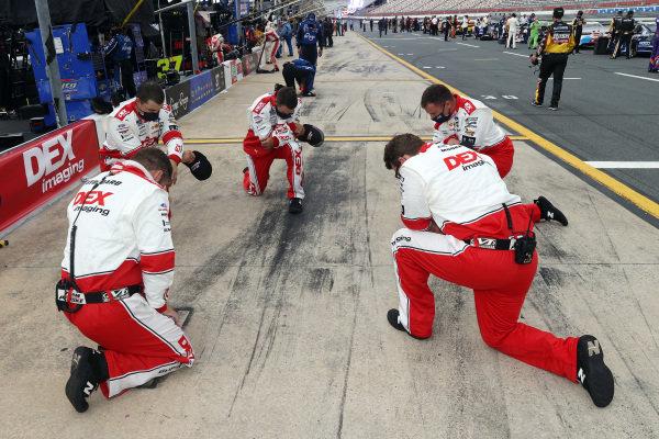 Crew members of Ryan Blaney, Team Penske Ford DEX Imaging, Copyright: Chris Graythen/Getty Images.