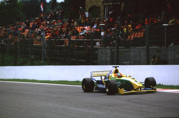 2001 F3000 ChampionshipSpa-Francorchamps, Belgium. 1st September 2001.Ricardo Sperafico (Petrobas Junior Team),scores his first win.World Copyright: Charles Coates/LAT Photographicref: 35mm Image A14