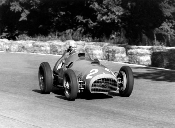 1951 Italian Grand PrixMonza, Italy. 1951.Race winner Alberto Ascari (4 5 Ferrari 375F1 V12), action.World Copyright: LAT Photographicref: 51/50_27
