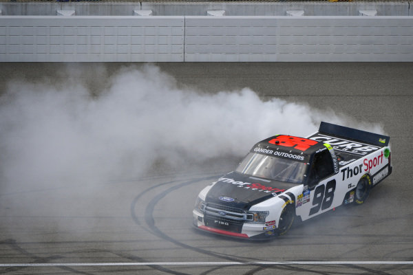 #98: Grant Enfinger, ThorSport Racing, Ford F-150 Protect the Harvest/Curb Records celebrates the regular season championship with a burnout
