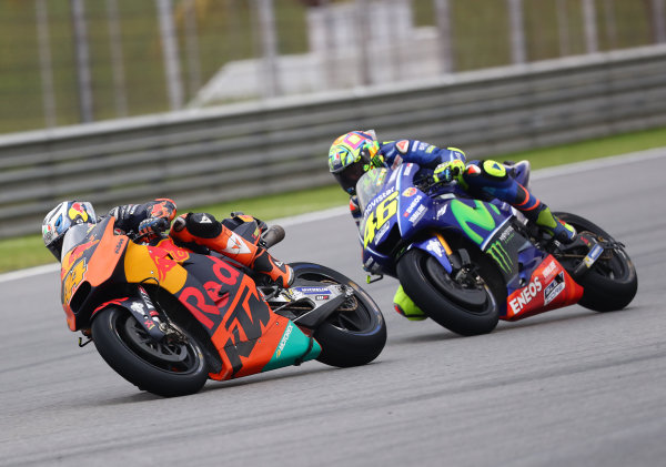 2017 MotoGP Championship - Round 17 Sepang, Malaysia. Sunday 29 October 2017 Pol Espargaro, Red Bull KTM Factory Racing, Valentino Rossi, Yamaha Factory Racing World Copyright: Gold and Goose / LAT Images ref: Digital Image 26452