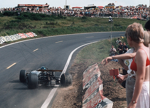 Clermont-Ferrand, France.Jacky Ickx (Brabham BT26A Ford) 3rd position.4-6 July 1969.Ref-35mm 69 FRA 04.World Copyright - LAT Photographic